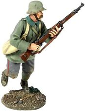 W Britain 23056 German Infantry Running With Grenade Bags No 1 WWI 1/30 Soldier