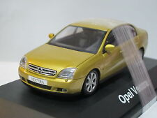 Opel Vectra Notch Back Coupe 1/43 Schuco (18)