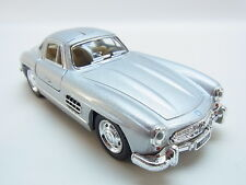 LOT 30738 | Kinsmart 1954 Mercedes-Benz 300 SL Coupé m. Antrieb silber 1:36 NEU