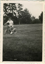 PHOTO ANCIENNE - VINTAGE SNAPSHOT - ENFANT VÉLO BICYCLETTE MOUVEMENT -CHILD BIKE