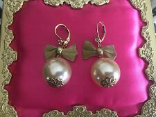 Betsey Johnson Vintage HUGE Pearl Gold Metal Mesh Bow Earrings VERY RARE