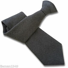 Matt Grey guardia de seguridad o Bouncer Clipper Clip en Snapper uniforme tie
