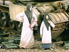 Verlinden 1/35 'Arab Street' Woman with Girl Middle East (2 Figures) 2152