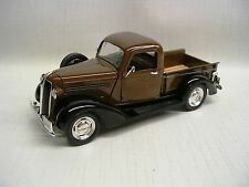 1937 Plymouth Pickup  1:32 Die-Cast Signature Models 32390