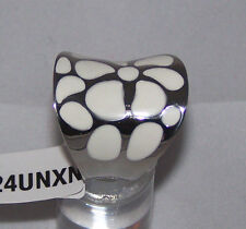 ALAMODE SIZE 8 LARGE WHITE FLORAL STATEMENT RING - STAINLESS STEEL HIGH POLISH