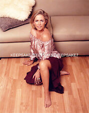 BRITISH ACTRESS LUCY BENJAMIN LEGGY 8 X 10 COLOR PHOTO FEET TOES A-LBEN