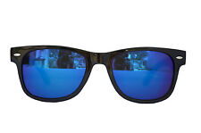 Sunglass in Wayfarer style in Black Frame in Mirror Shade