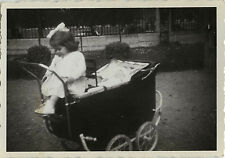 PHOTO ANCIENNE - VINTAGE SNAPSHOT - ENFANT LANDAU MODE DRÔLE - BABY CARRIAGE