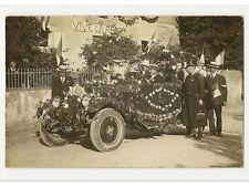 CARTE POSTALE PHOTO CARTE AUTOMOBILE  VOITURE ANCIENNE FLEURIE VIVE LA REINE
