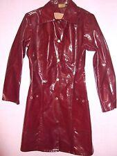 VINTAGE SHINY 60s/70s bordeaux in pvc mini Mac Vinile Plastica Pioggia Cappotto Impermeabile S