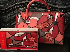 %100 AUTHENTIC GUESS LIYA RED MULTI SATCHEL CROSSBODY BAG & LARGE ZIP WRISTLET