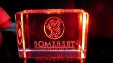 Único grabado Cristal LCD Somerset Cricket Crest Diseño Llavero @ £ 6.75p!