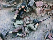 """Verlinden 1/35 1/35 """"Trapped"""" US Infantry under Heavy Fire WWII (2 Figures) 1663"""