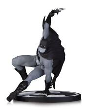 DC COMICS Batman by Bryan Hitch Statue Black and White Authentic New Gift
