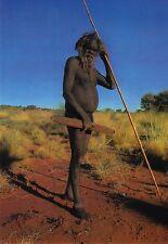AK: Australien: Aborigines: Mann mit Waffen