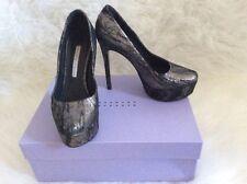 Vera Wang lavender pump size 36 6