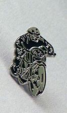TT RACER MOTOR BIKE PIN BADGE NEW