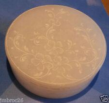 boite en pâte de verre couleur blanche art nouveau guirlande fleurs gravées