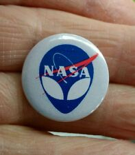 NASA/alien 25mm pin badge  Space exploration  ET  *free post*