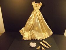 BARBIE COLLECTIBLES BEAUTIFUL GOLD GOWN ENSEMBLE VERY NICE B3030