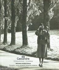 PUBLICITE ADVERTISING 036  1977  Cassandre  manteau maroquinerie accessoires