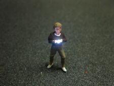 F54 - H0 Fotograf mit LED Beleuchtung Junge Frau Figur 1:87