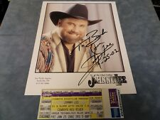 "THE URBAN COWBOY JOHNNY LEE HAND SIGNED 8"" X 10"" PHOTO & CONCERT TICKET **COA**"