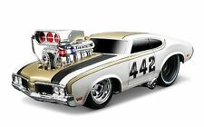 MAISTO 1:24 DISPLAY MUSCLE MACHINES 1970 OLDSMOBILE 442 Diecast Car Model White