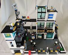 LEGO CITY 7744 POLICE STATION EXCELLENT CONDITION 100% COMPLETE NO BOX