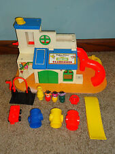 Vintage 1976 SESAME STREET Clubhouse Fisher Price LIttle People Playset #937