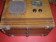 ANTIQUE/VINTAGE WOODEN TRAV-LER RADIO