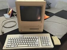 VINTAGE APPLE MAC MACINTOSH SE COMPUTER Powers Up!  Keyboard And Mouse 20SC HD