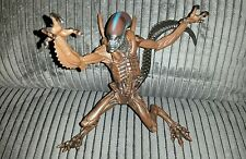 ALIENS 1997 ALIEN RESURRECTION WARRIOR ACTION FIGURE by KENNER MINT COMPLETE