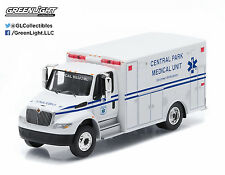 1:64 GreenLight *HD TRUCKS R4* Central Park INTERNATIONAL Durastar AMBULANCE NIP