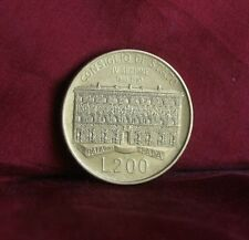 200 Lire 1990 Italy World Coin Italiana State Council Building