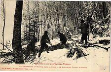 CPA  L'Hiver dans les Hautes-Vosges - Nus Bucherons au Travail dans... (200439)