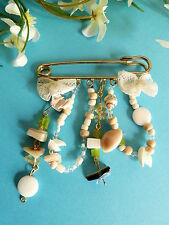 "221# CHARMANTE BROCHE FANTAISIE "" COQUILLAGE "" PERLE PIERRE DENTELLE SHABBY CHIC"