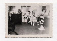 PHOTO ANCIENNE Snapshot Homme Coiffeur Salon de coiffure Magasin vers 1950