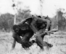 """Marine helps his wounded comrade under fire 8""""x 10"""" Vietnam War Photo 150"""