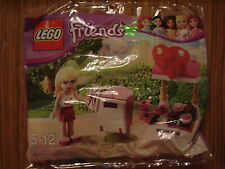LEGO: FRIENDS: POLYBAG: STEPHANIE WITH POST BOX  & FLOWER STAND - SET 30105