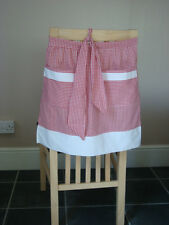 RED AND WHITE GINGHAM DESIGN HALF APRON / PINNY