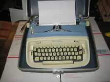 Vintage Blue / Cream Royal Safari Portable Manual Typewriter with Case