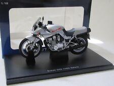 Suzuki GSX 1100S Katana Motorrad / silber met. / AutoArt 1:12