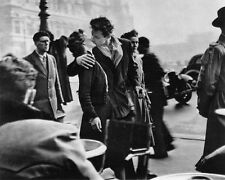 Kiss By The Town Hall Paris France 1950 Robert Doisneau 8x10 B&W Lab Photo #107