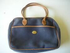 sac à main Mac Douglas en toile bleu porté épaule