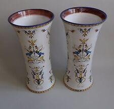 Gien. Paire de vases rouleaux en faïence décor Renaissance fond blanc, XIXe