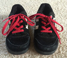 1 pair of gently used LEGO boys size 7 toddler shoes