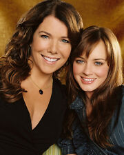 Lauren Graham & Alexis Bledel (22864) 8x10 Photo