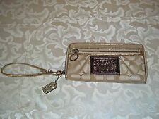 Authentic Coach Poppy Khaki Signature Accordion Zip Around Wallet 42884 Rare