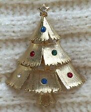 VINTAGE SIGNED J.J RHINESTONE LAYERED CHRISTMAS TREE GOLD TONE BROOCH PIN MINT!